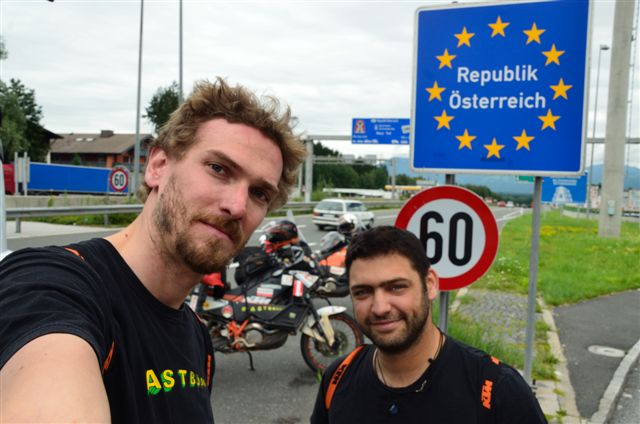 And there we are, crossing the boarder to Austria! It's almost done, we are almost there :)