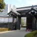 Close to the Financial District is the Emperors park with some traditional japanese buildings... in this case the gate :-)