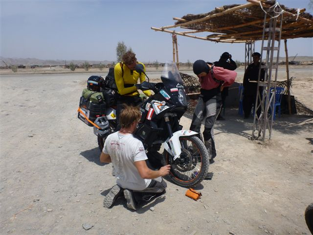 Crossing the border we experience the first technical problems with the motorcycle. Well chosen timing I